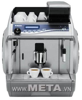 Máy pha cà phê Idea Deluxe Silver cho phép pha cùng lúc 2 tách cà phê.