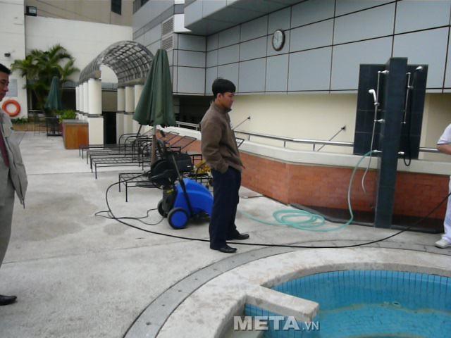 máy rửa xe V-JET VJ 250/7.5 ở khi bể bơi