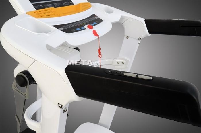 Máy chạy điện cao cấp MHT-2421M có cảm biến nhịp tim trên tay cầm.