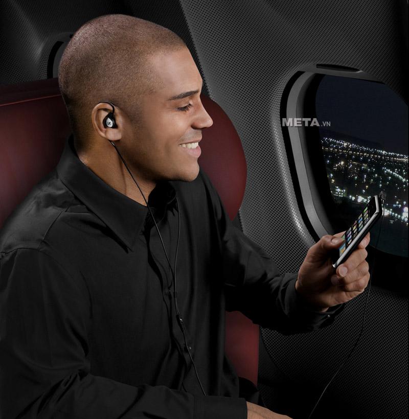 Tai nghe Sennheiser MM80I giảm tiếng ồn tối đa khi đi trên máy bay, tàu hỏa hoặc các điểm ồn ào khác