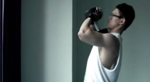 Bài tập tạ tay để luyện tập cơ tay sau