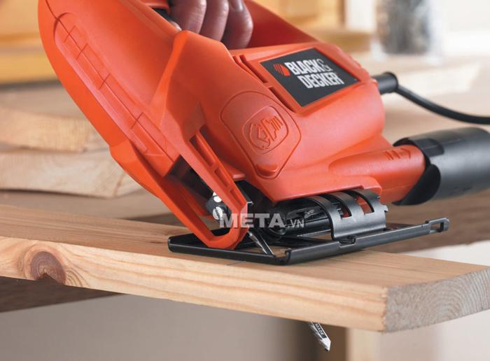 Máy cưa lọng Black&Decker KS600E cắt gỗ 1 góc 45 độ