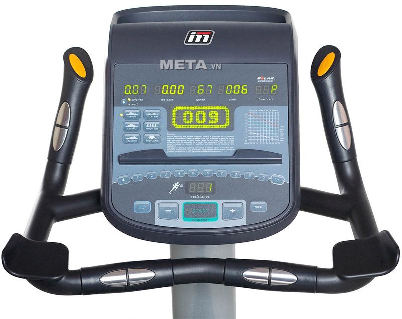 Xe đạp tập ngồi thẳng Impulse RU700 có màn hình Led to, 2 vị trí tay cầm cảm biến nhịp tim.