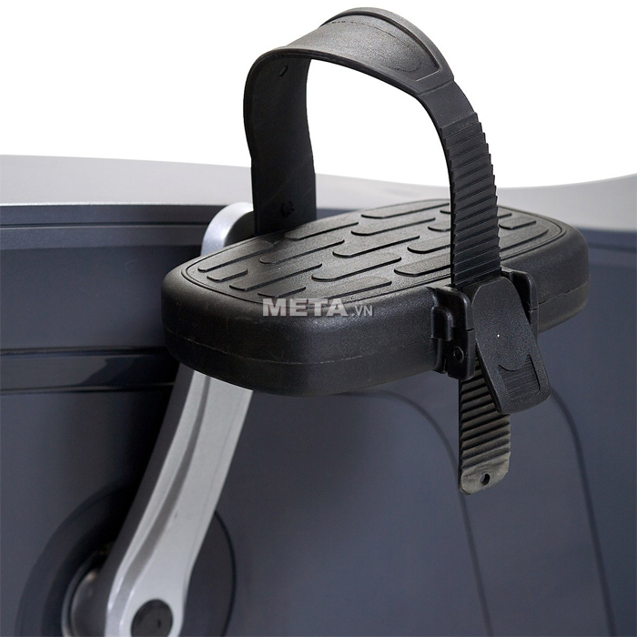 Xe đạp tập ngồi thẳng Impulse RU700 thiết kế bàn đạp dây đeo, có các rãnh chống trơn trượt.