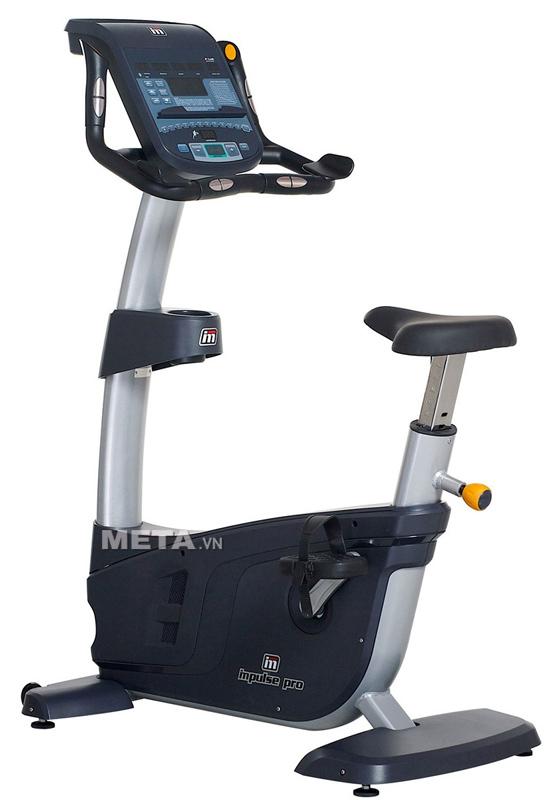 Xe đạp tập ngồi thẳng Impulse RU700 thiết kế chân giá đỡ, giúp bảo vệ xe khỏi trầy xước.