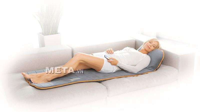 Đệm massage thư giãn toàn thân Medisana MM825 dễ dàng đặt trên ghế sử dụng.