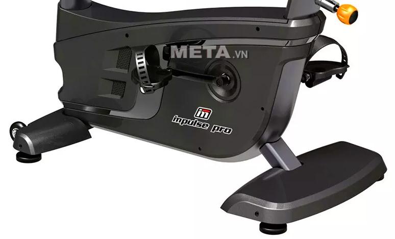 Xe đạp tập Impulse RU500 thiết kế tấm ốp thuận tiện cho việc bảo trì các linh kiện bên trong.
