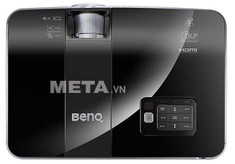 Máy chiếu BenQ MX722 có cường độ sáng mạnh mẽ, đảm bảo bài thuyết trình của bạn sẽ tươi sáng và rõ ràng.