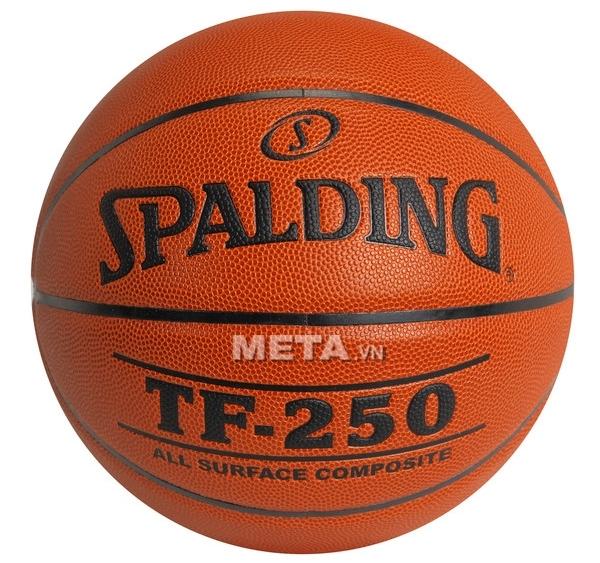 Bóng rổ Spalding TF-250 (74-532z) size 6 có thể chơi trong nhà hoặc ngoài trời.
