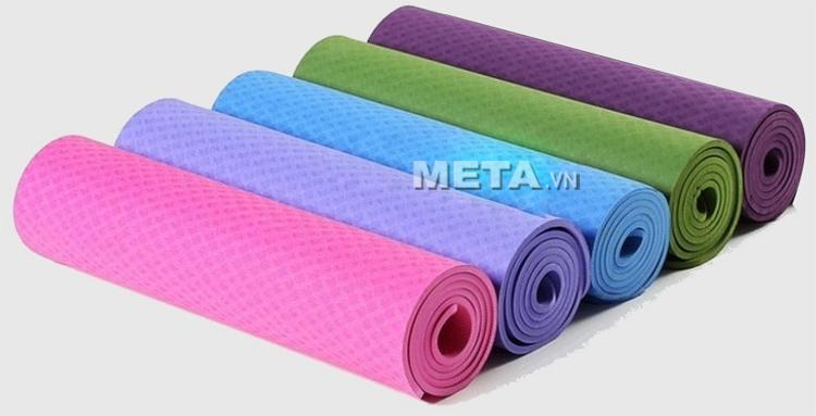 Thảm Yoga TPE 8 ly dễ dàng quấn gọn để cất giữ.