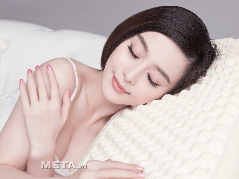 Máy massage mắt Maxcare Max585 giúp giảm mỏi mắt và tạo giấc ngủ sâu hơn.