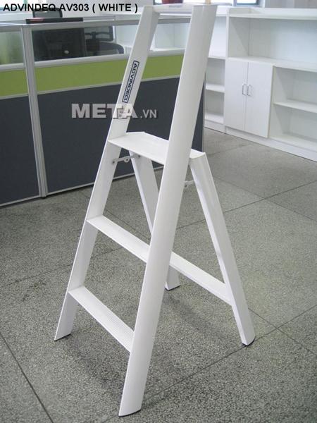 Thang nhôm Đài Loan 3 bậc Advindeq AV303 có 4 chân chắc chắn giúp sử dụng an toàn hơn.