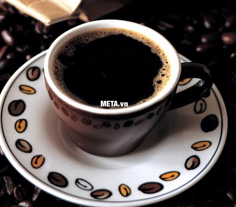 Ly cà phê Espresso sẽ hoàn hảo hơn khi được pha với ấm pha cà phê Bialetti Kitty 10TZ Nero BCM-1715