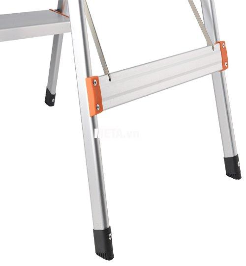 Chân thang ghế 4 bậc Nikawa NKA04 có nút nhựa chống trượt