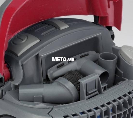 Máy hút bụi Zelmer ZVC425HM có ngăn đựng phụ kiện trong máy giúp tiết kiệm diện tích khi cất giữ.