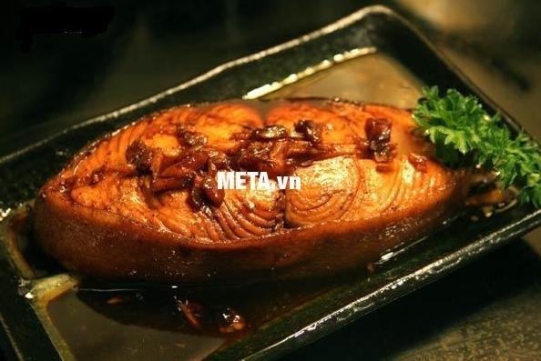 Xoong inox 5 đáy Celestine 18cm 2355275 giúp kho cá ngon tuyệt đỉnh.