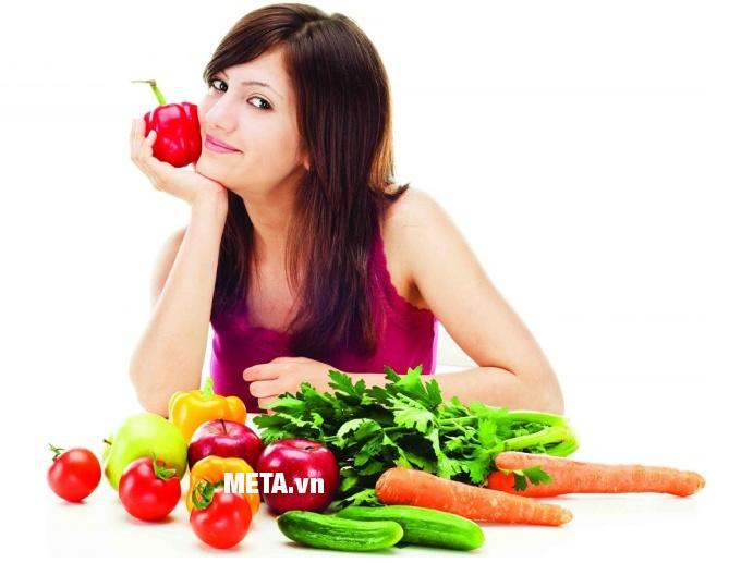Xoong inox 5 đáy Celestine 20cm 2355276 giúp chị em luộc rau, nấu canh dễ dàng.