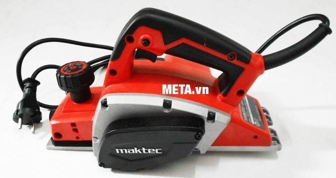 Máy bào chạy điện Maktec MT191 có màu sắc đỏ nổi bật, sang trọng.