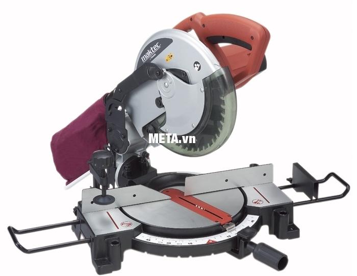 Máy cưa đa góc Maktec MT230 có túi đựng bụi giúp cắt nhôm sạch sẽ hơn.