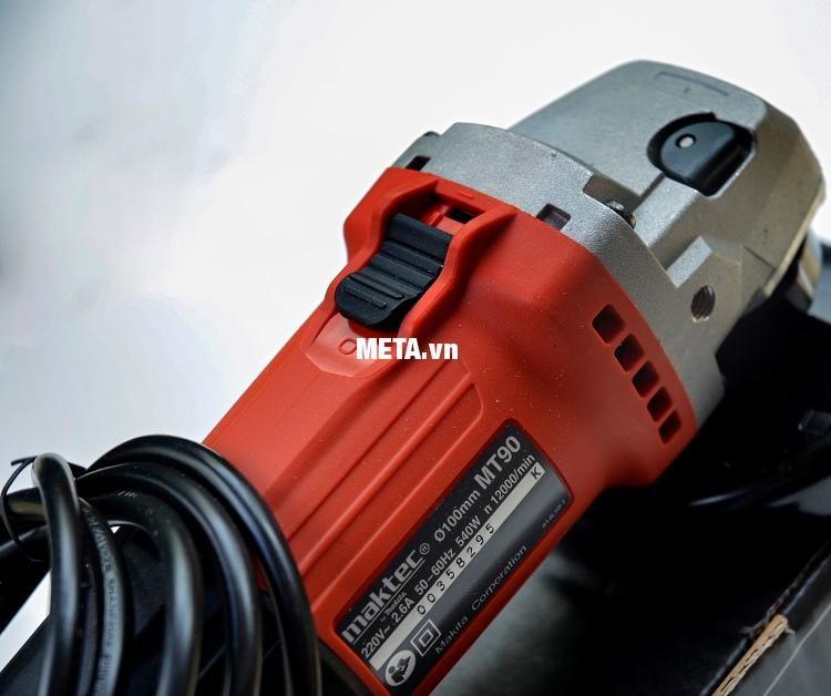 Máy mài góc Maktec MT90 có mô tơ mạnh mẽ.