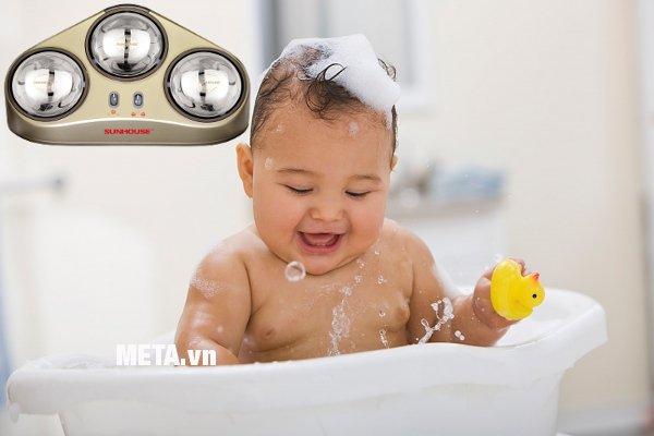 Đèn sưởi nhà tắm Sunhouse SHD3823 giúp giữ ấm da, chăm sóc sức khoẻ tránh khỏi gió lạnh tốt cho cơ thể.