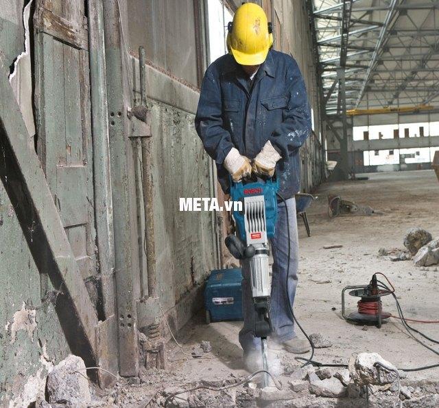 Máy khoan đục bê tông Bosch GSH 16-30 chuyên dùng cho các công trình lớn.