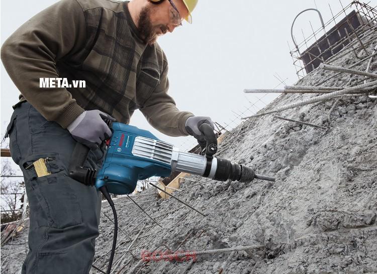 Máy khoan đục bê tông Bosch GSH 16-30 giúp đập phá bê tông một cách chuyên nghiệp.