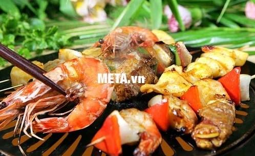 Bếp hồng ngoại Sunhouse SHD6003 giúp bạn làm món nướng thật thơm ngon.