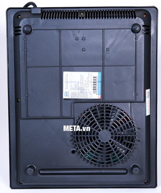 Bếp điện từ Sunhouse SHD6145 có quạt thông gió giúp tản nhiệt cho bếp nhanh hơn.
