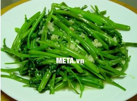 Món rau xào thơm ngon, bổ dưỡng cho cả gia đình với chảo sần Sunhouse CS28.