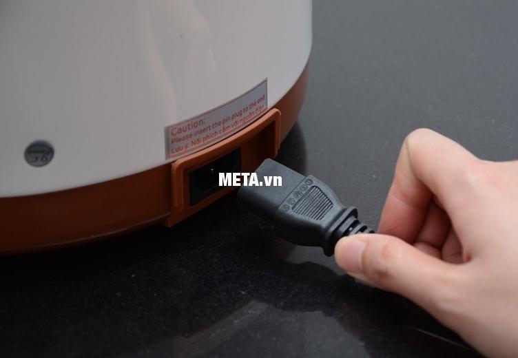 Nồi áp suất đa năng Kangaroo KG136 thiết kế dây điện rời.