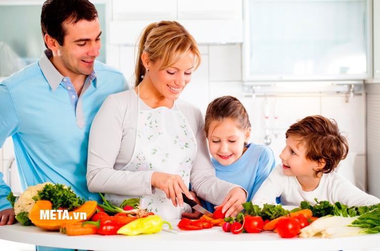 Cả gia đình cùng vào bếp với máy xay cầm tay Zelmer ZHB0804S symbio.