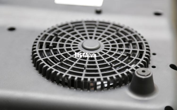 Bếp điện từ Philips HD4921 có hệ thống quạt tỏa nhiệt giúp điều hòa nhiệt lượng làm kéo dài tuổi thọ cho bếp.