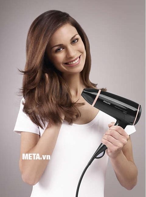 Máy sấy tóc Philips BHD004 mang lại cho các chị em nhiều kiểu tóc đẹp, quyến rũ.