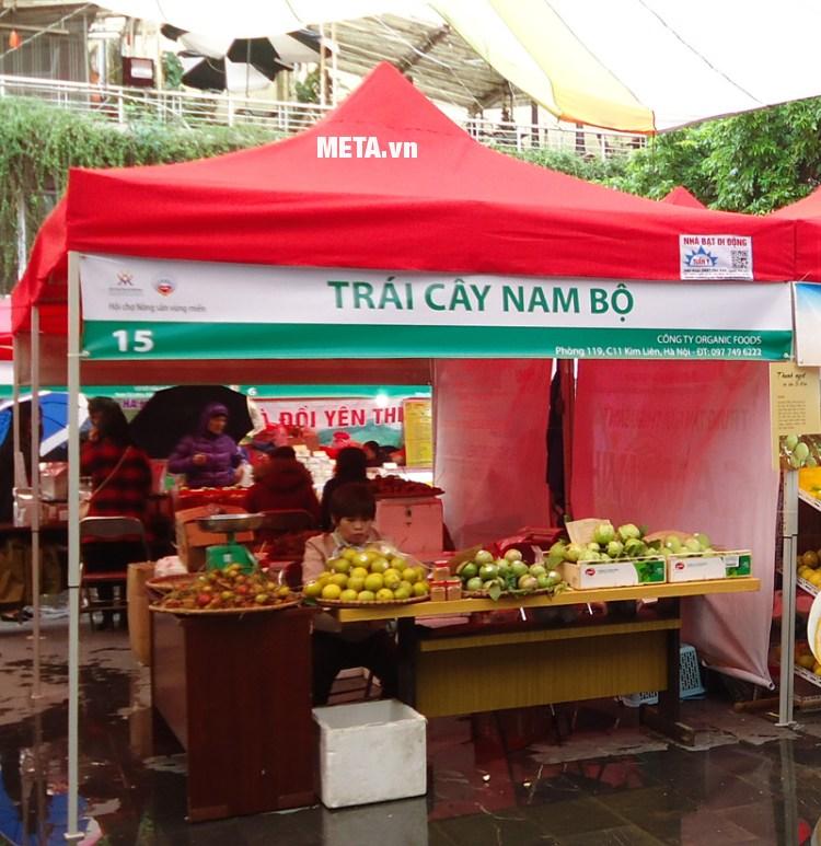 Nhà bạt di động 3m x 3m được công ty Organic Food sử dụng làm gian hàng bán sản phẩm.