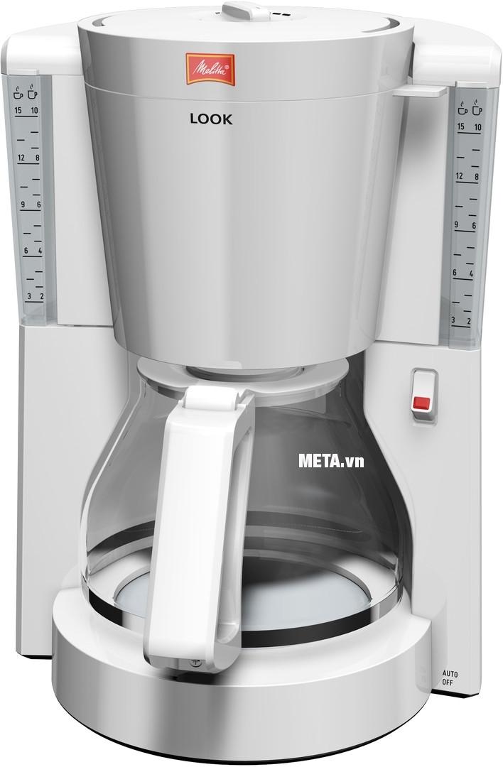 Máy pha cà phê Melitta Look IV Basic với thang đo mực nước giúp dễ dàng tùy chỉnh lượng cà phê cho vào.