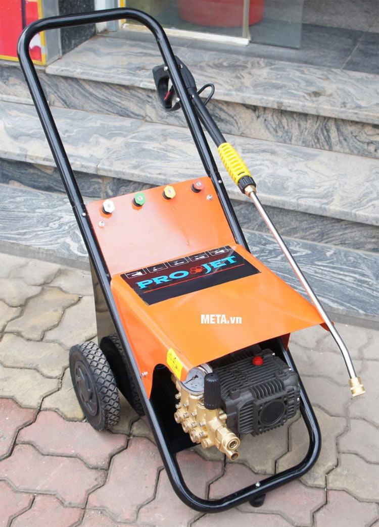 Máy rửa xe cao áp Projet P22-1508BTF (2.2kw) với màu sắc hiện đại.