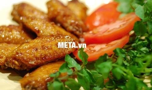 Món cánh gà rán thơm ngon, bắt mắt thật đơn giản với chảo Berndes Magic (24cm).