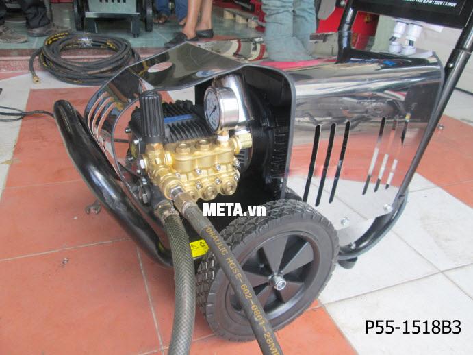 Máy rửa xe cao áp Projet P55-1518B3 (5.5Kw) với thiết kế đầu máy đơn giản dễ sử dụng.