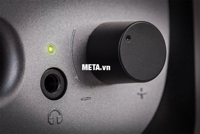 Loa Edifier R12U thiết kế các nút chức năng tiện lợi, mang lại vẻ thẩm mỹ cho mặt trước.