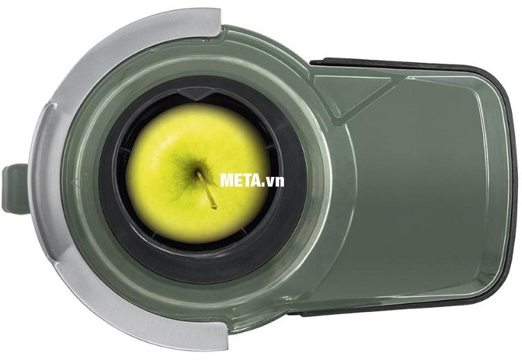 Máy ép trái cây Steba E160 có miệng ống ép lớn dễ dàng cho nguyên liệu vào khi ép.