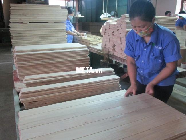 Máy chà nhám rung 520W DCA ASB234 (S1B-FF-114X234) đáp ứng được nhu cầu sử dụng của các xưởng chế biến gỗ