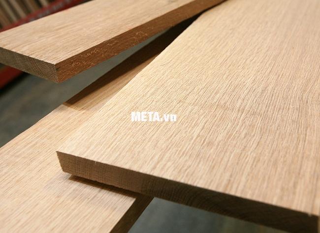 Máy chà nhám rung DCA ASB185 (S1B-FF-93X185) giúp đánh bóng bề mặt gỗ phẳng và mịn.