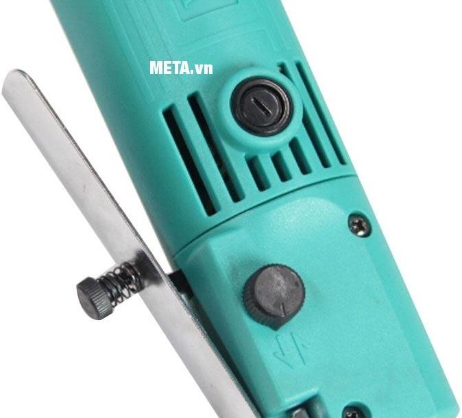 Máy khoan góc DCA AJZ06-10 (J1Z-FF06-10) có tay nắm phụ  giúp giảm rung được cấu tạo bằng chất liệu nhựa cao cấp.