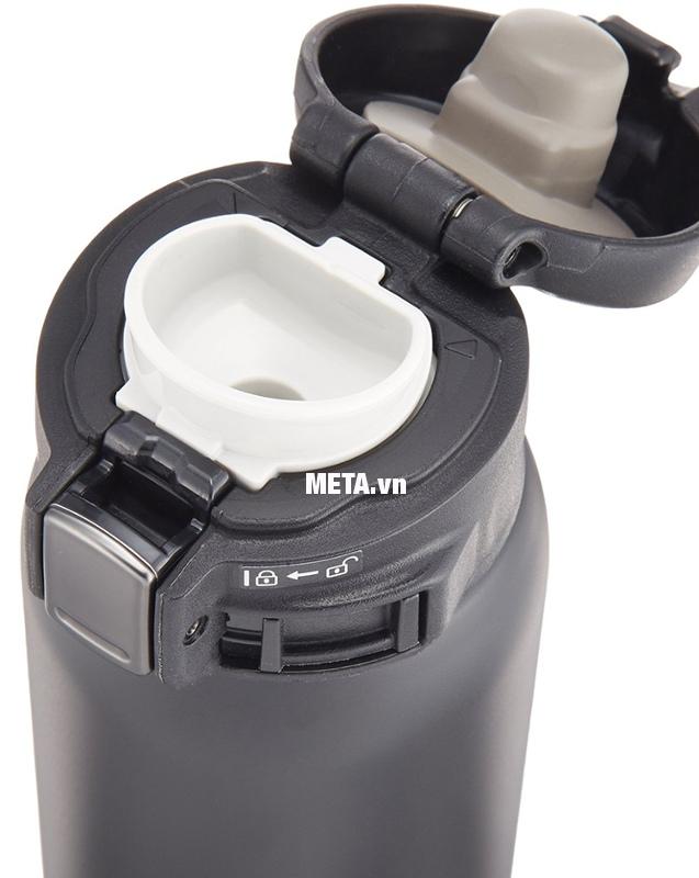 Bình giữ nhiệt nóng lạnh Zojirushi SM-SA48-BA có thể mở nắp uống trực tiếp mà không cần cốc.