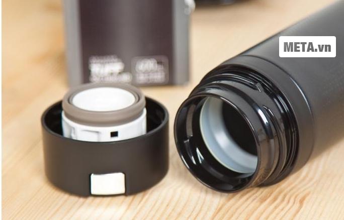 Lòng bình giữ nhiệt Zojirushi SM-XB60-BD bằng thép không gỉ dày 2.5mm chịu được va chạm mạnh.