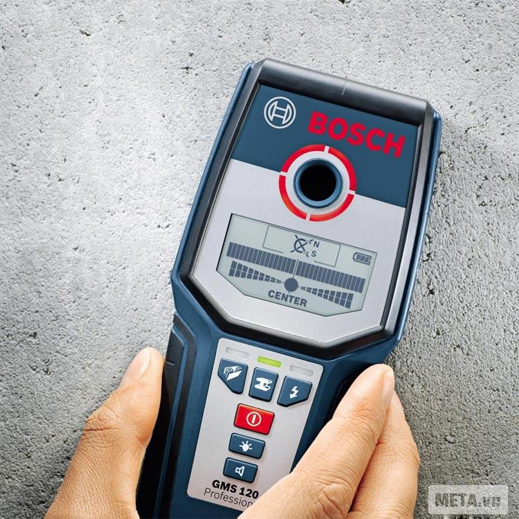 Máy dò đa năng Bosch GMS120 với màn hình lớn giúp dễ quan sát.