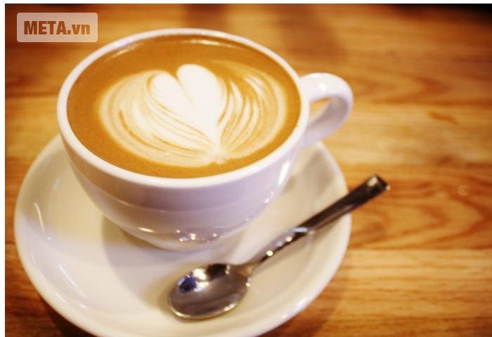 Máy pha cà phê Delonghi ESAM3000.B mang đến tách Cappuccino thật hấp dẫn.