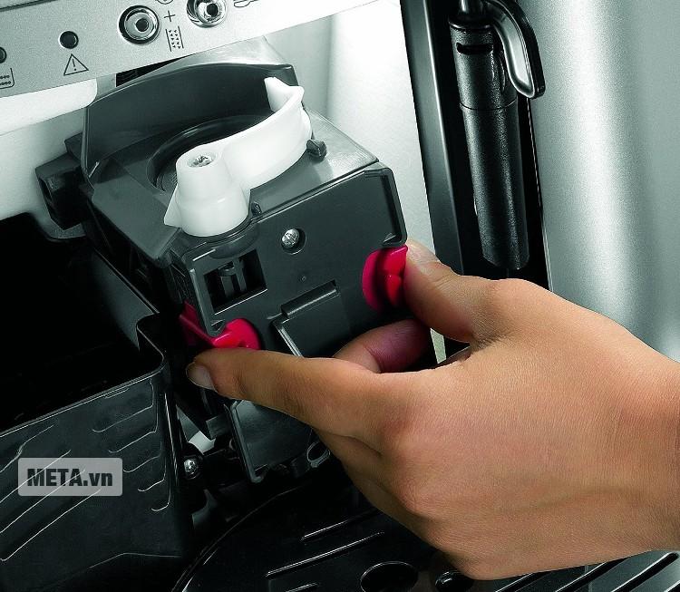Máy pha cà phê Delonghi ESAM3000.B dùng được với cà phê hạt hoặc cà phê xay.