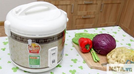Nồi cơm điện Sharp KS-N18ETV phù hợp với mọi không gian bếp.